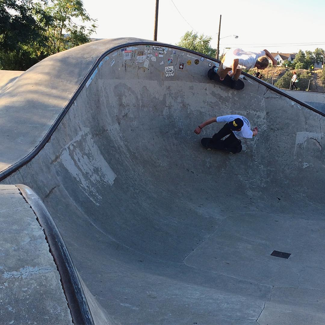 It's always fun skating with your homies. @jimmywesterson takes the high line while @_ricker_ swoops in below. Trinidad, CO