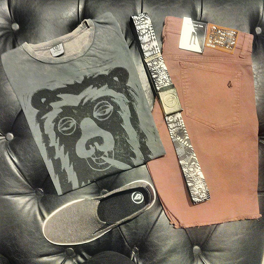Remera bearly premium, cinturón Volcom thrift, Bermuda 2x4 cut off colors, zapatillas slipp Old black #ss16 #truetothis