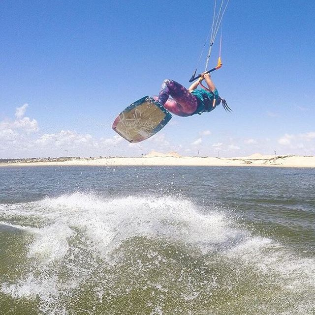 Yew! @mcclurelindsay putting the #lauralegging to the test in Brazil! #kiteboarding #kite #travel #brazil #jointheadventure