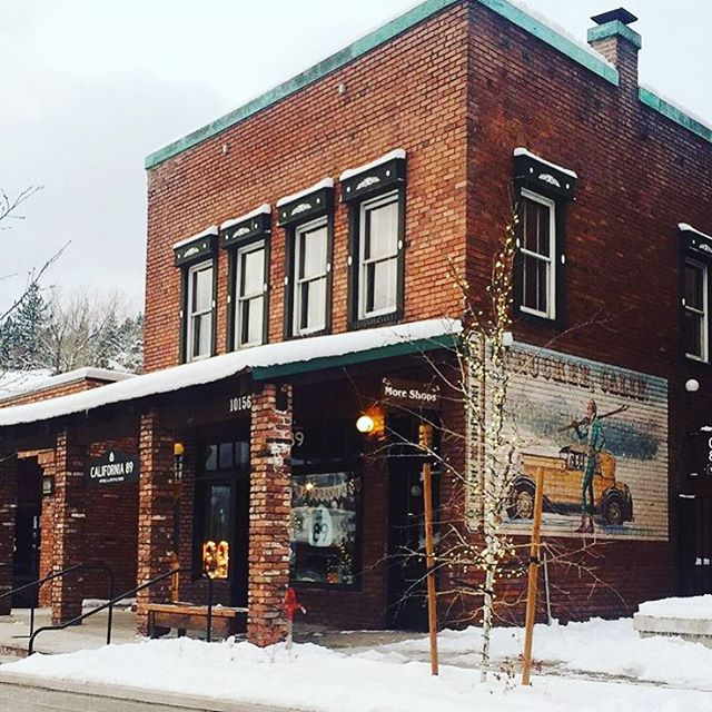 Our cozy #Truckee store! Photo via @glintcandles who we now carry in-store! Insert all the emoji heart eyes here... #CA89 #shoplocal