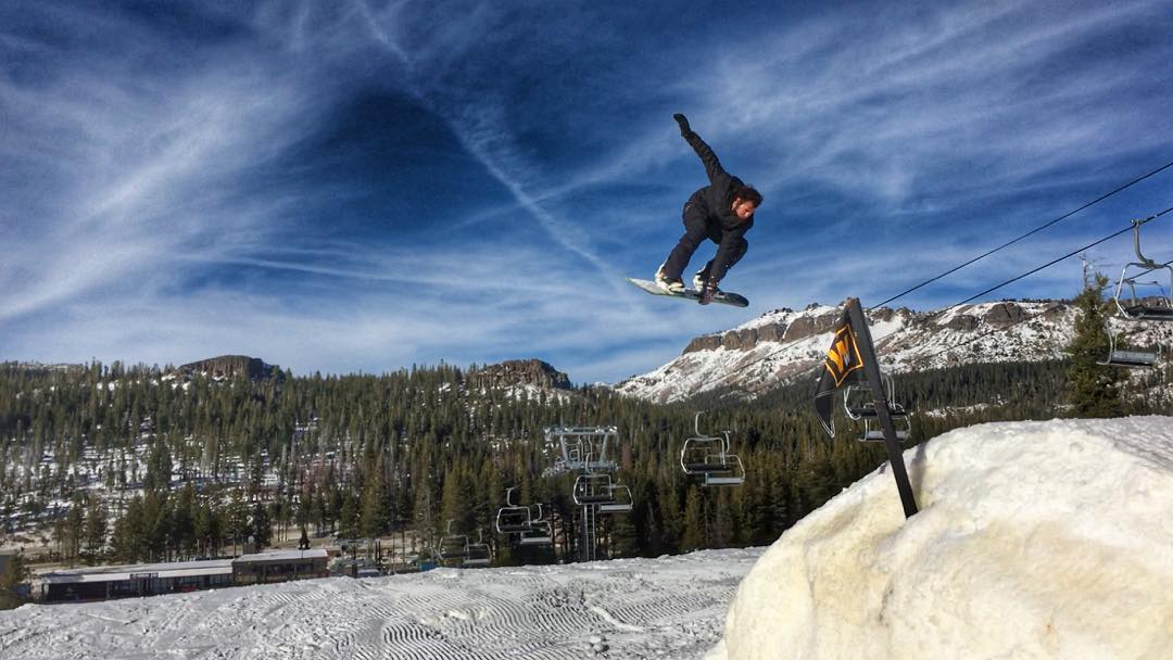 @moofosta #switchback180 @borealmtn #borealmagic #snowboarding #indygrab #thrivesnowboards