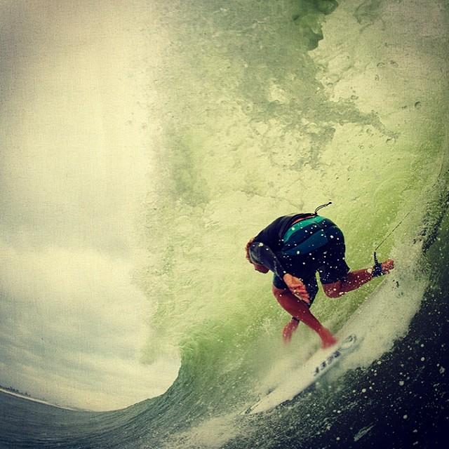 Con el pie sobre el acelerador. #soul #surfing #waves #reefargentina