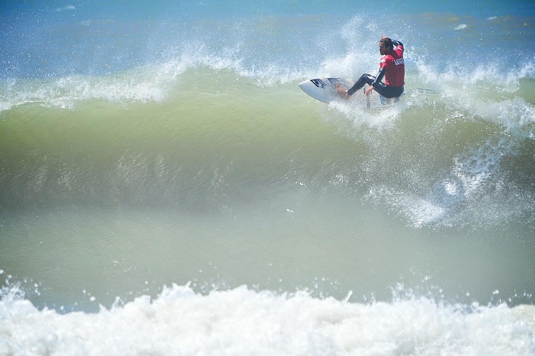 Más acción del #SurfTheChecklist: floater de @frankieusuna ☝