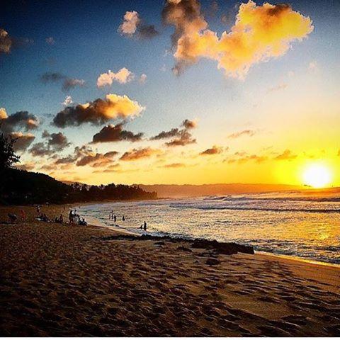 La calma de #rockypoint uno de los lugares cumbres de #hawaii capturado por @juanbacagianis #volcomsurf #truetothis #gosurfalready