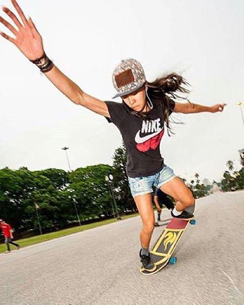 LGC Brasil rider @nayaranishimuta_long ⚡️ Photo by @elisavollandphotography.  Repost from @sampalongboarders.  #longboardgirlscrew #womensupportingwomen #skatelikeagirl #lgcbrasil #lgcbrazil #nayaranishimuta