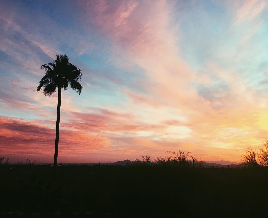 Rise and shine, we got a full day ahead. #sunrise #humpday #getatem