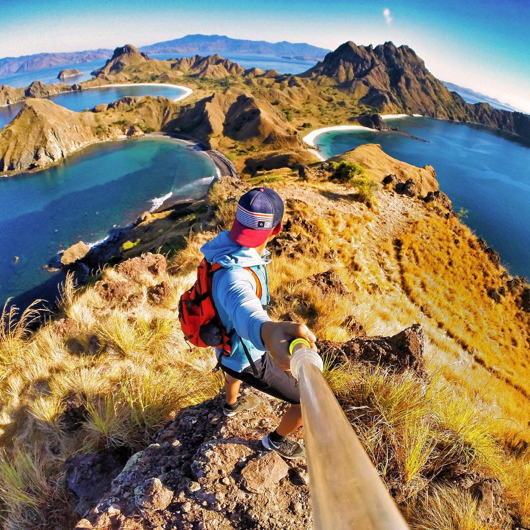 Photo: @ericowenkalinggo Location: Padar Island, Indonesia GoPro HERO4 | GoPole Evo #gopro #hero4 #gopole #gopoleevo #hiking #indonesia