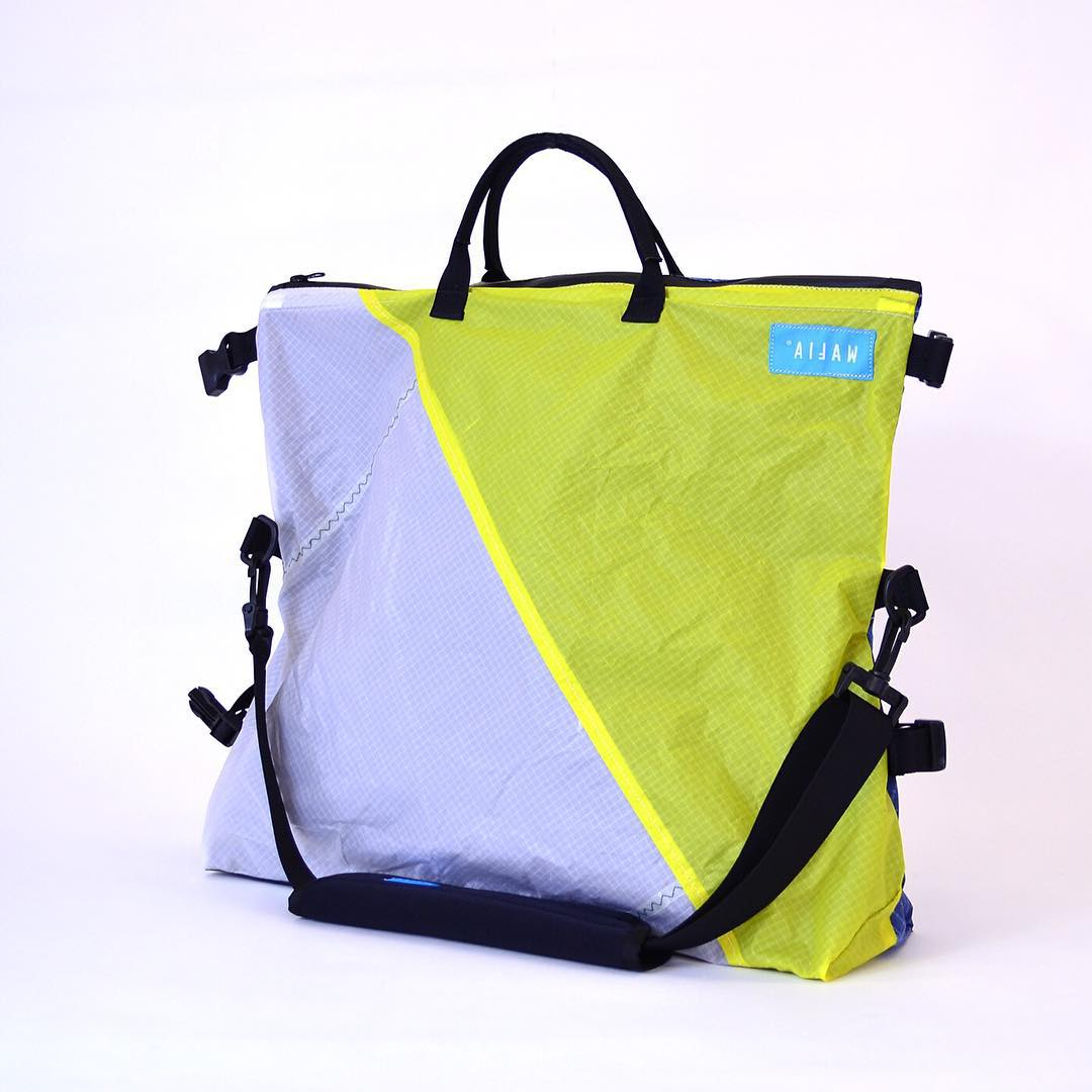 The DayRunner messenger bag was designed in collaboration with the Institute of Design at Stanford, who helped us come up with the perfect bag for biking around the city.