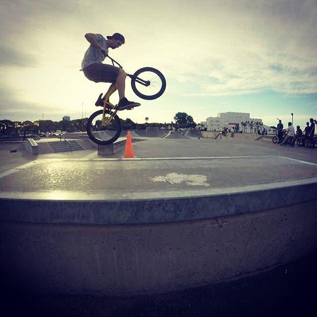 Una mañana a puro extremo con @perkyshoesar  #Perky #perkyshoes #bmx #bike #skatepark #skateboarding #skate #costanera #bsas #longboard #friendly #extreme #deportes extremo #costaneracenter