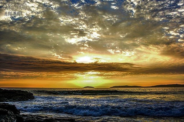 regram @snakeyephoto #surfgalicia #surf #surfphotography #Galicia #riasbaixas #montalvo #playademontalvo #galifornia #paisaje #amazing #beautiful #sunset #puestadesol #snakeyephoto #nikond7100 #photooftheday #picoftheday