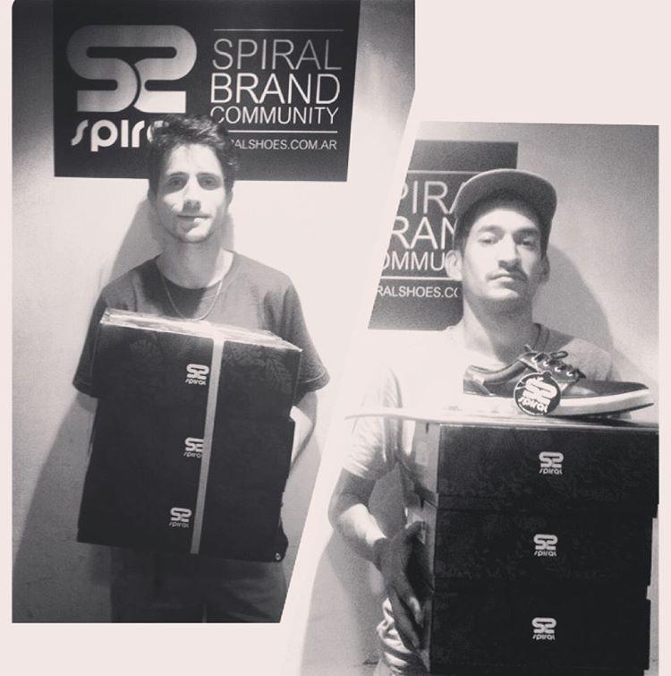 @axlmat @lucasvampirledezma Pasaron por sus zapatillas. #SpiralSkateboarding #GoSkate #QualityShoes