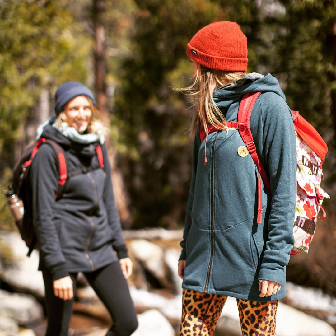 The @desolationsupply Wander Hoodie made from hemp and recycled polyester. Your go-to hoodie both on and off the trail. P: @ben_arnst  _ #desosupplyco #itswayoutthere #madeinSF #DESO