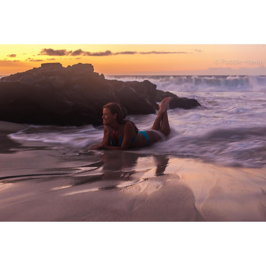 A  T I M E  O U T  There is something to be said about this woman and it's all good! @swellliving being herself as the world dances around her. #mostinterestingwomanintheworld  #bestdayofmylifeagain #dowhatyoulove #imaginesurf #odinasurf #teambioastin...