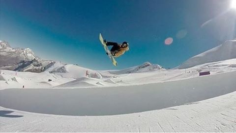 @clemencegrimal pipe dreamin' in time for the #DewTour. #regram #ROXYsnow