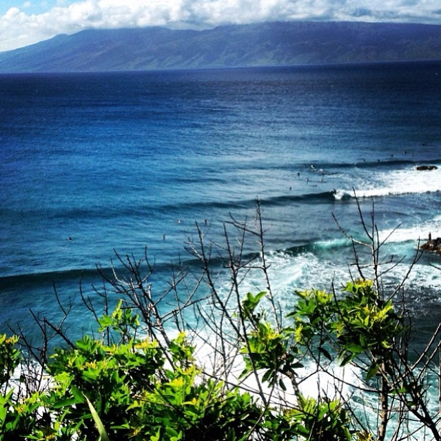 Photo of the day: Honolua Bay, Hawaii. Amazing surf report by surfer Hank Sender. Check more surf reports around the world on the goFlow app. #nofilters #goflow #hawaii #surf