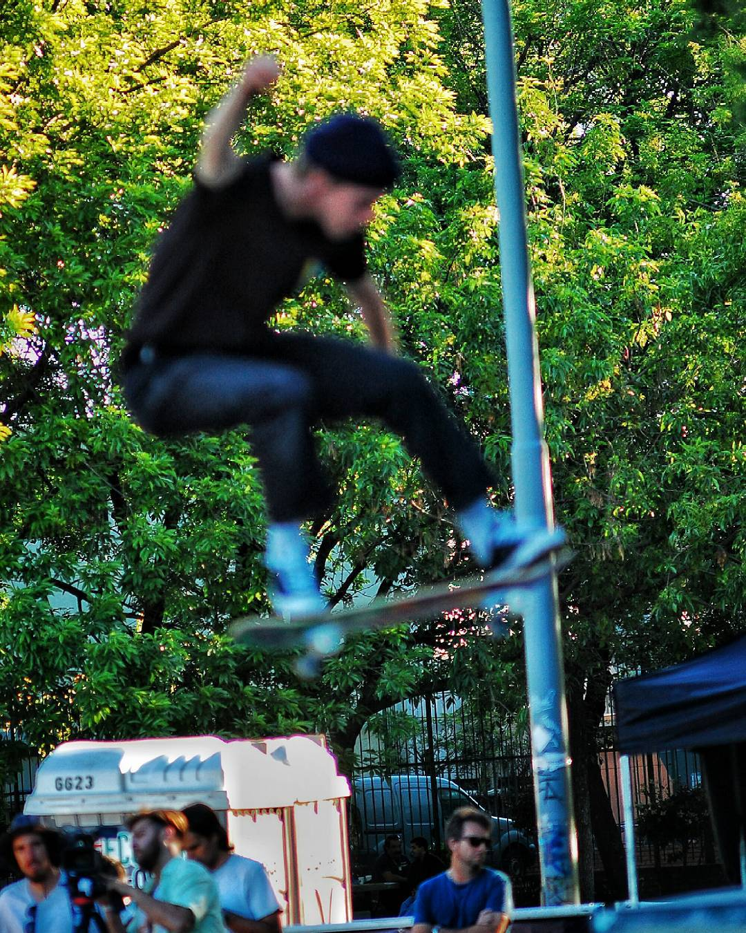 Bobby volando un poco . Fuera de foco. Inalcanzable. #onestarworldtour #skateboarding