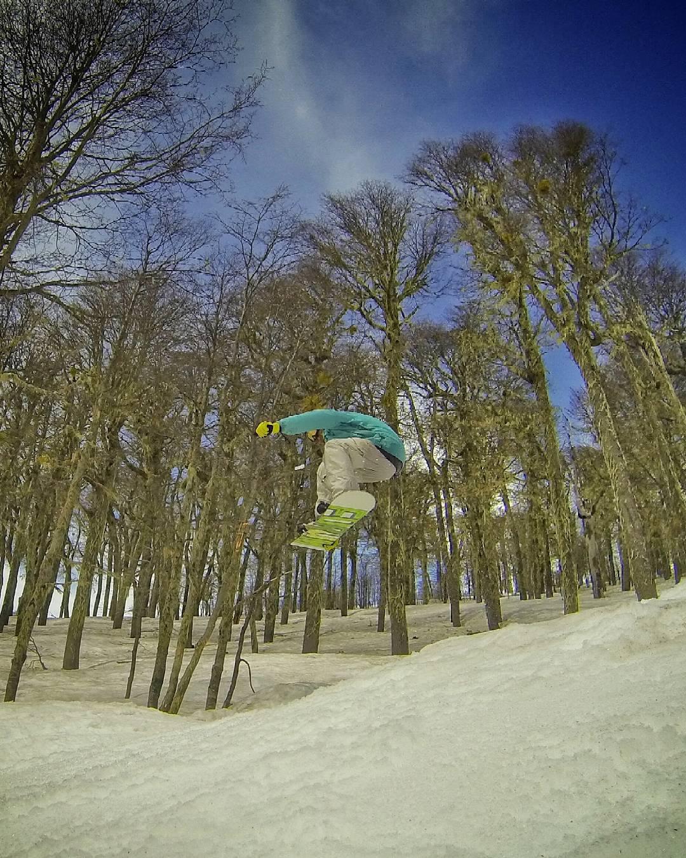Parklife @cerro_chapelco  #octubre #snowboard #learntofly #grabyourboardson