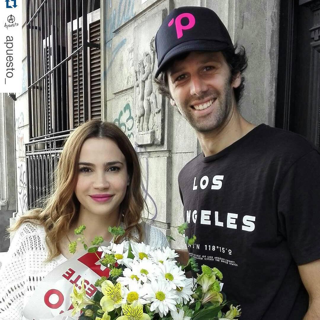 Fuimos a llevarle unas flores a @mcelestia y a pedirle por la vuelta de  verano del 98... #celestecidmetepanza #quevuelvaveranodel98 #yalalalalalaralalalaaaa