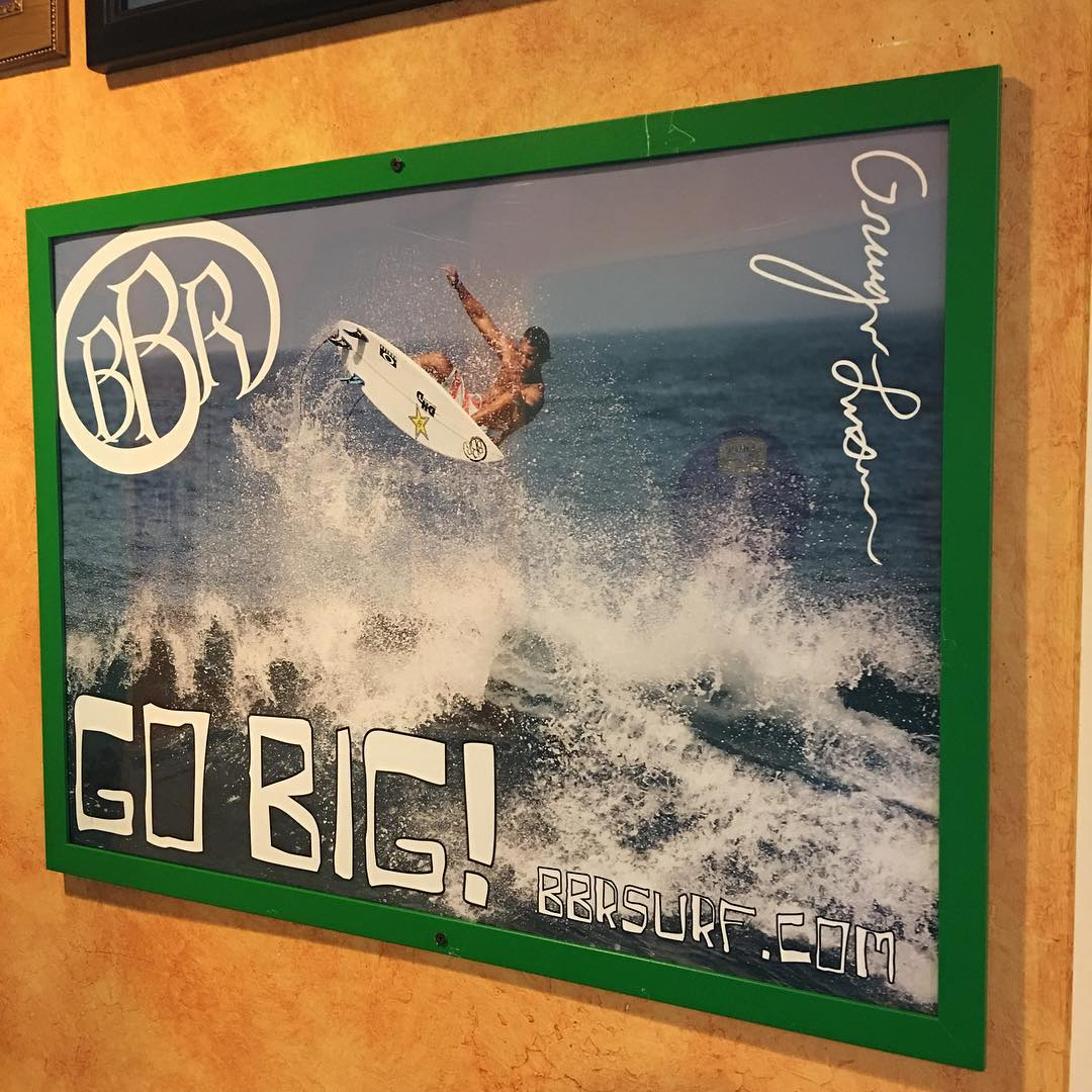 At Wahoos for some Fish Tacos and check out what I just saw. Stoked! #bbr #bbrsurf #bbrsurfwear #buccaneerboardriders #wahoos