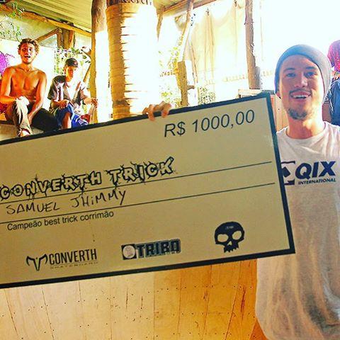 @samuel_jimmy venceu o @converthskate Best Trick em Viamão - RS com um flip bs bluntslide no corrimão e faturou R$ 1.000 reais! #QixTeam #skateboardminhavida