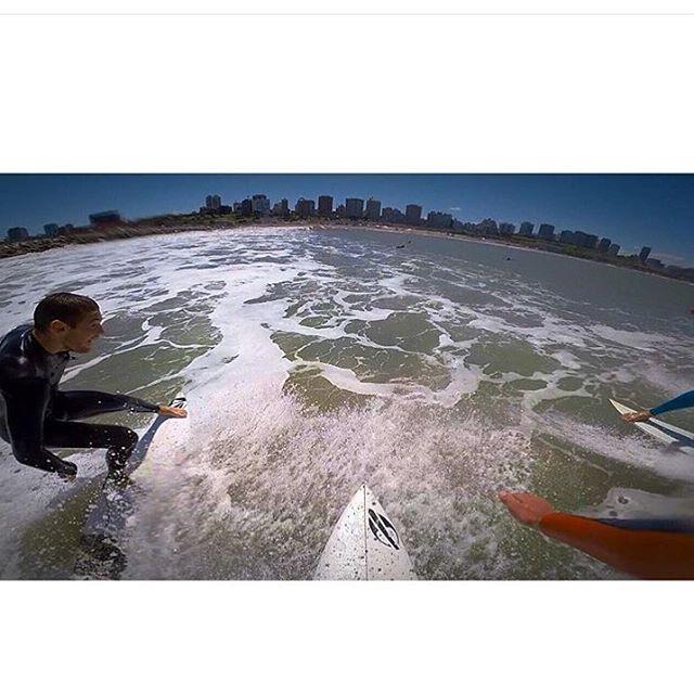Mar del Plata con amigos y este fin de semana largo se empieza a poner bueno. Déjate llevar! Ph: @felipe.suarez1 #volcomsurf #truetothis