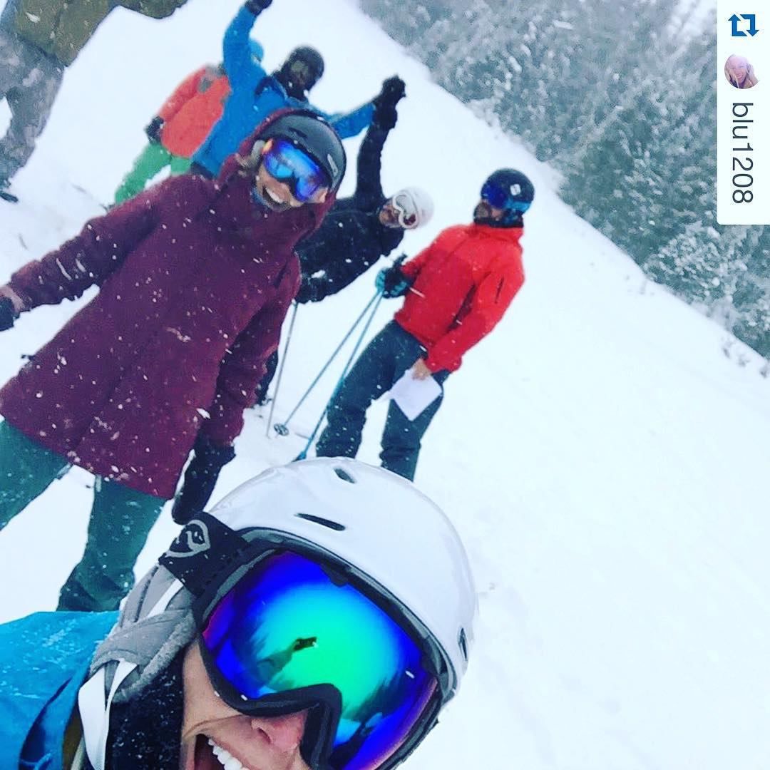 On hill Sherpa training @beavercreek! Our killer#sherpas keep that snow dance going!!! #liveloveride • come say hi at #sosoutreach booth by centennial!