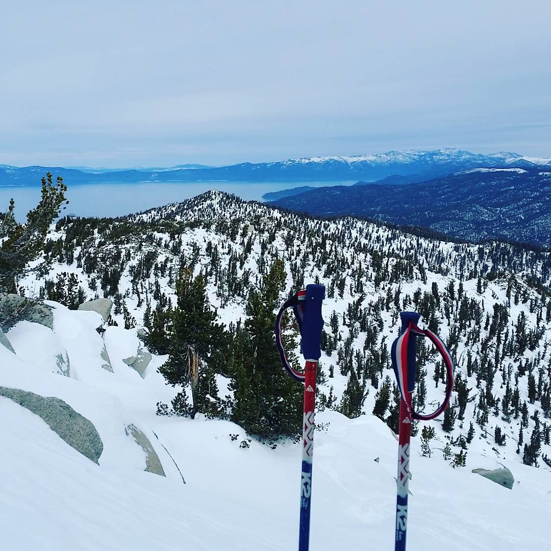 Top of a Milky Way bowl.  Some nice untouched at Heavenly this morning. #freshies #tightlines #skiheavenly #wintersports #becarefull #graniterocx