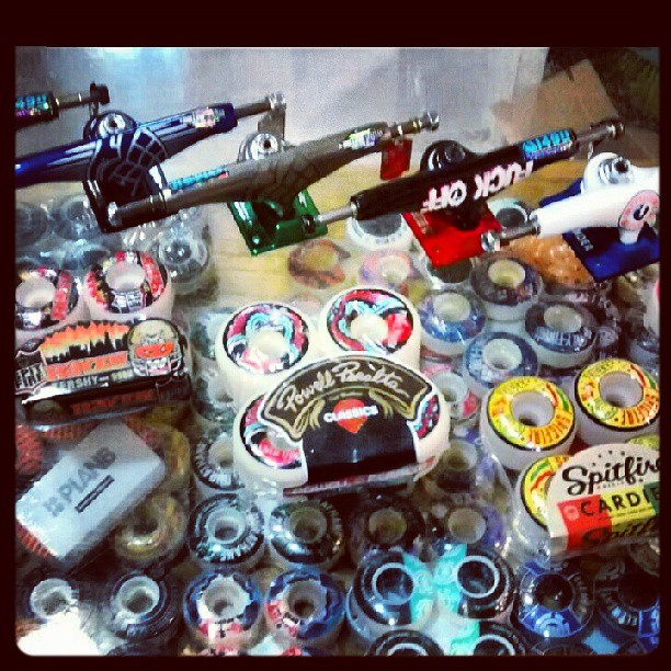 repo de trucks y ruedas #thundertrucks 147-149 hollow #spitfirewheels #goldwheels #powellperalta #satoriwheels