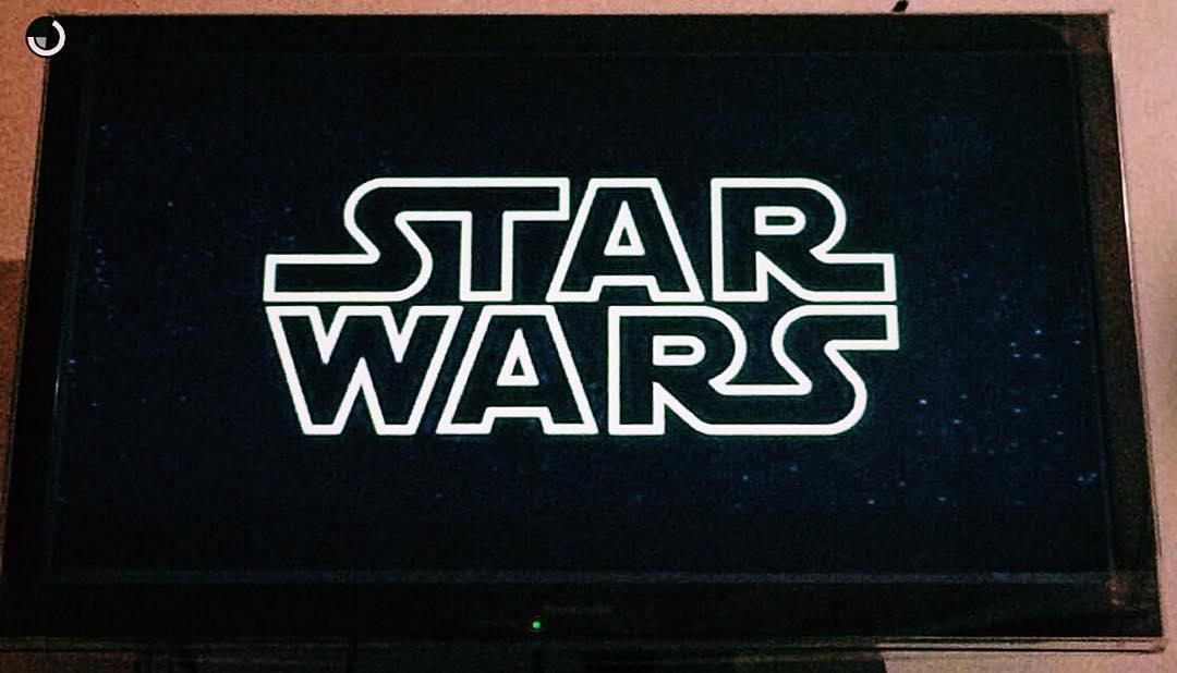 Viendo @starwars por primera vez ✨✨✨ #starwars #firsttime #film #netflix #apple #iphone #movie #homesweethome