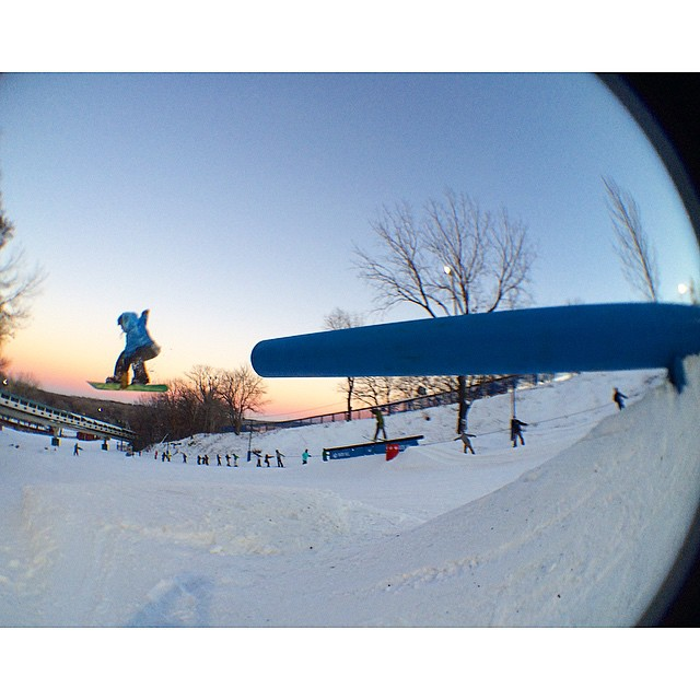@cole_solner sure has a rad Indy grab! Blasting off here at new @buckhill (MN) park set-up during yesterday's sunset 〰⚡️〰 #sognar #createordie #snowboarding #buildlocallyspreadglobally