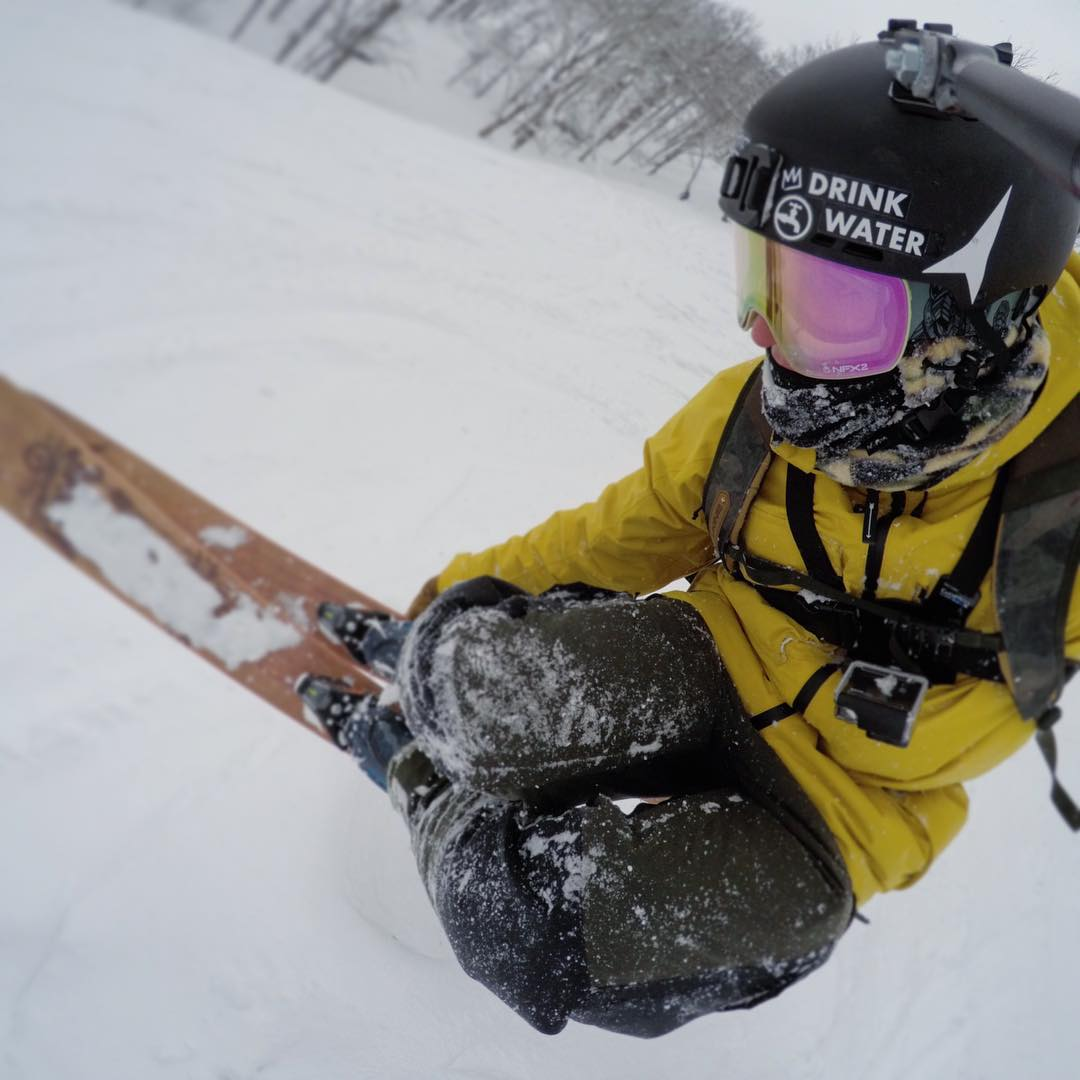 No better way to spend Sunday then with a few powdery side hits! @chrisbenchetler floats one in his new Signature NFX2. Available now! @gopro #WeAreFrameless #DragonNFX2