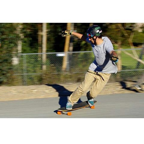 @moscaa_ is a shredder, he rides the Holesom Loaf Deck, holesom gloves, pucks and bearings ! Make sure you check him out