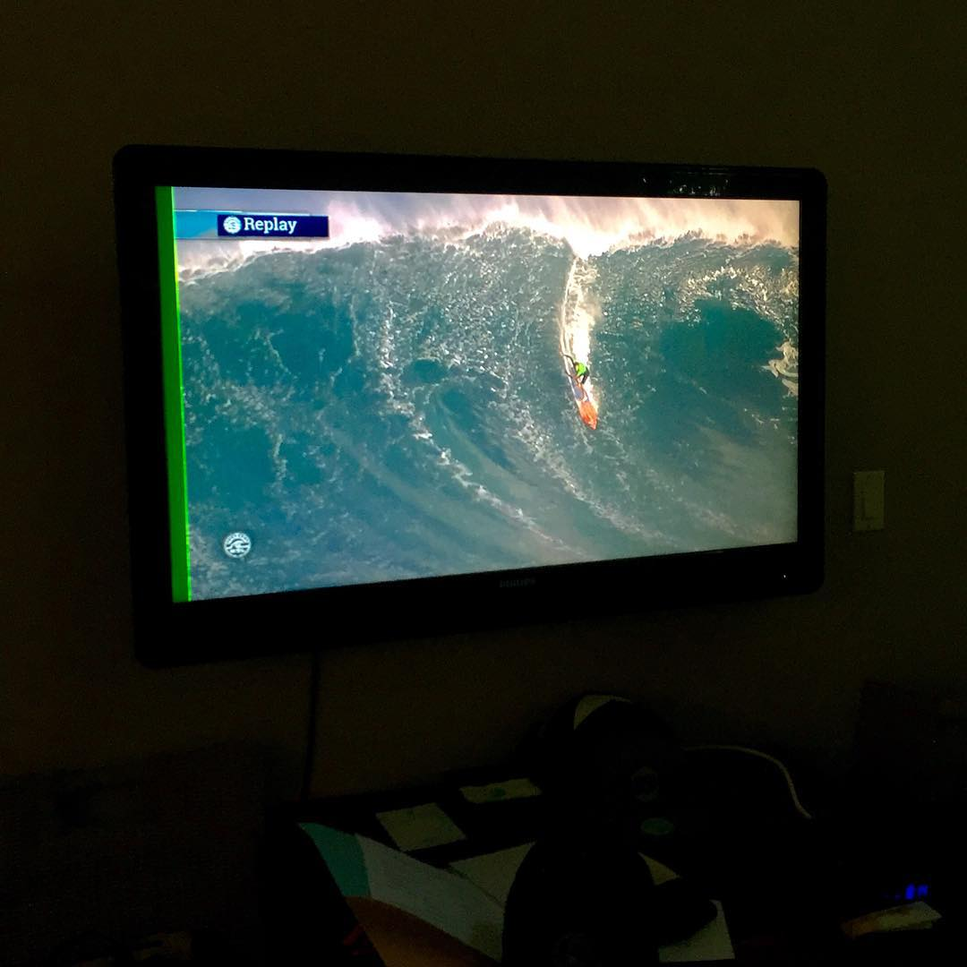 You know you're in Hawaii when...you get to watch the  #peahichallenge going off on cable TV instead of the laptop