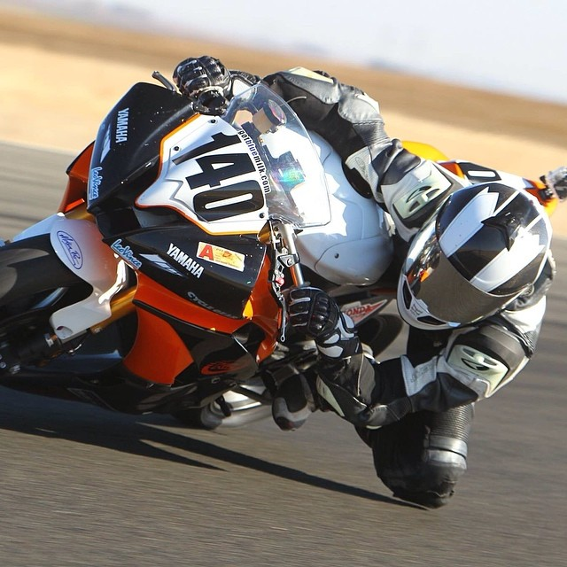 Andrew Lee rockin his NAZA Carbon Lightness helmet, while getting in some track time! #kali #kalipro #kaliprotectives #kaliathlete #kalistreet #kalihelmets #kalilids #andrewlee #140 #nazacarbon #lightness #kneedrag #tracktime