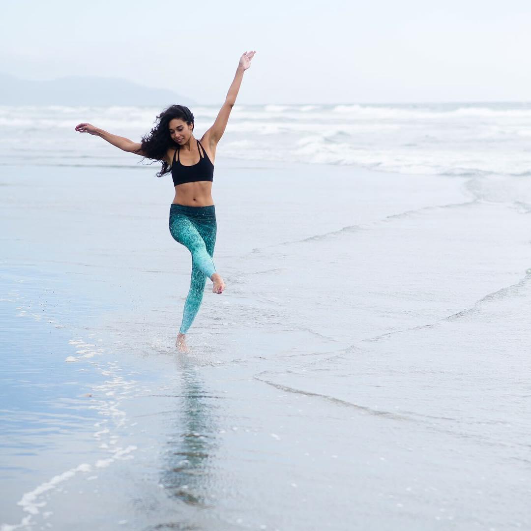 DANCE LIKE NO ONES WATCHING  #laugh #dance #play #beachdaze #OKIINO