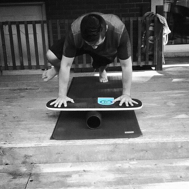 Monday morning workout session with a balance board #wod #monday #workout #getfit #mountainclimbers