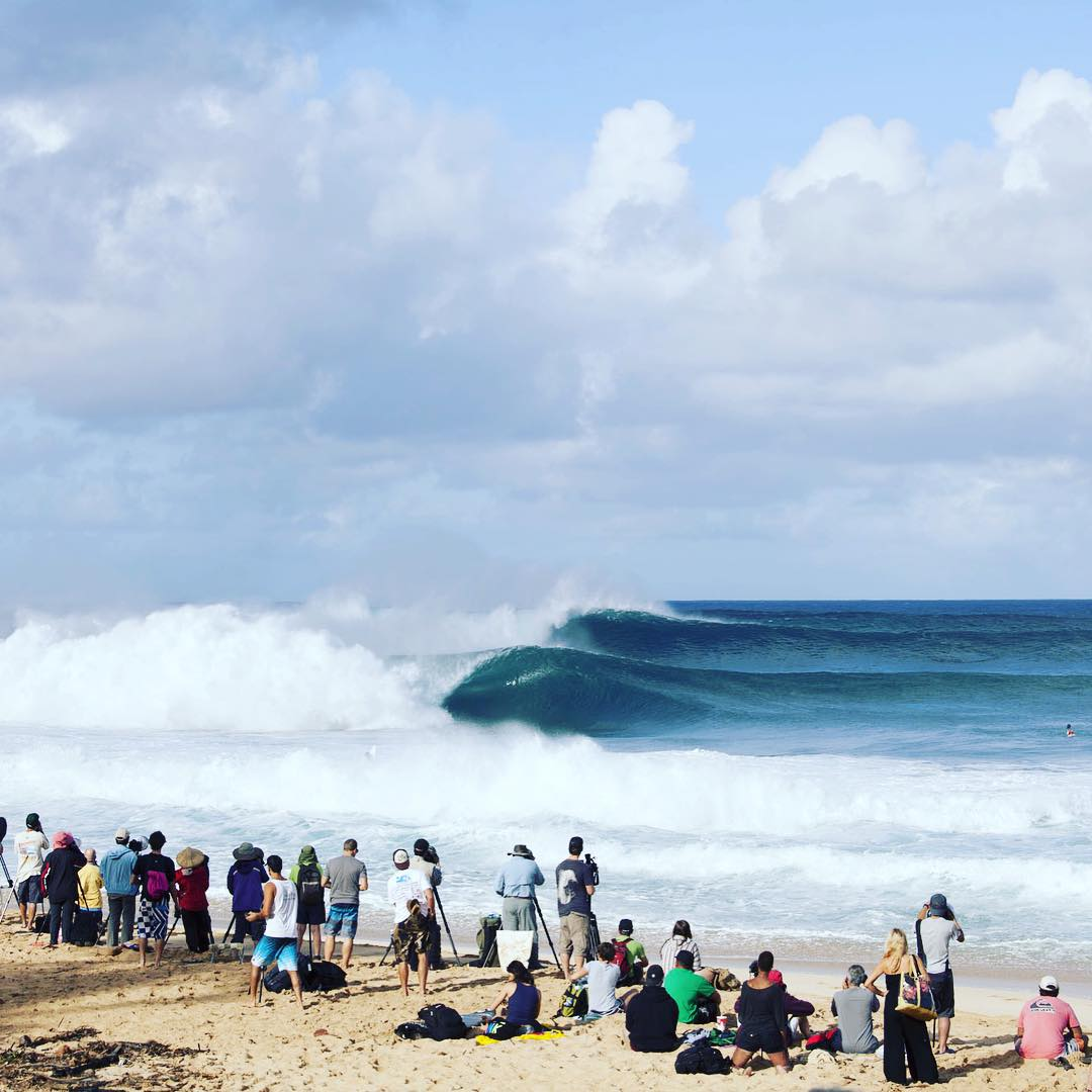 Tomorrow could be looking like this! Tune in to the #billabongpipemasters via worldsurfleague.com at 7am local time.