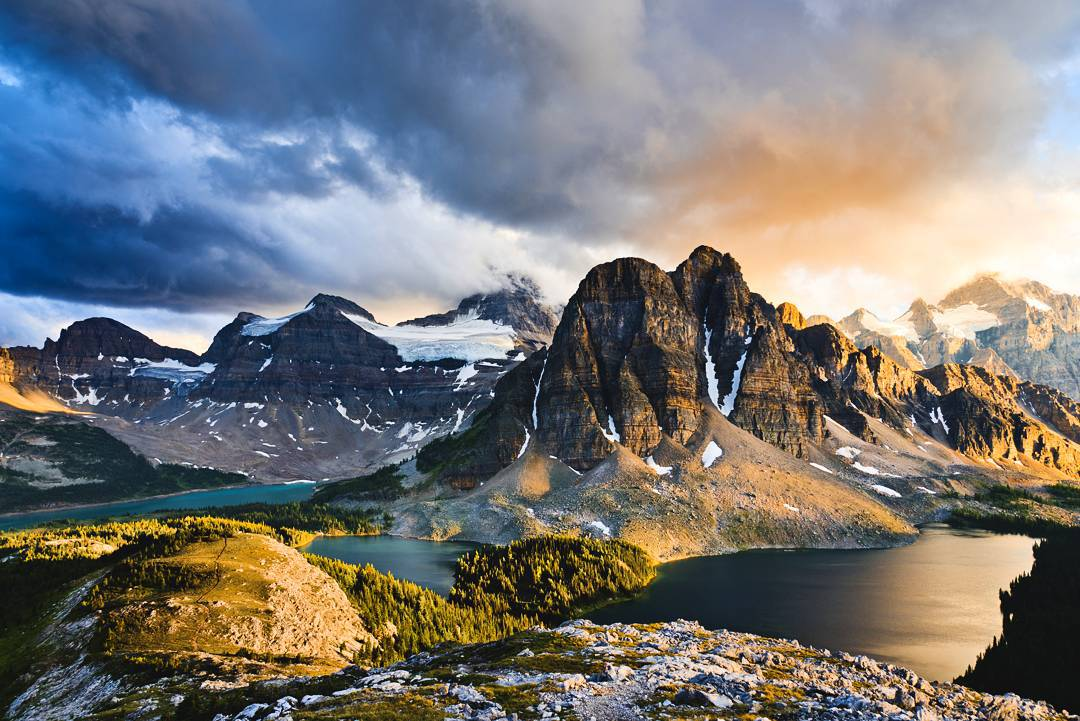 Today I'd like to take you guys back to last summer. My family and I did our first multi-day hiking trip. This was one of the most magical moments I've ever witnessed. After 2 days of hiking through Alberta's and British Columbia's backcountry, we...