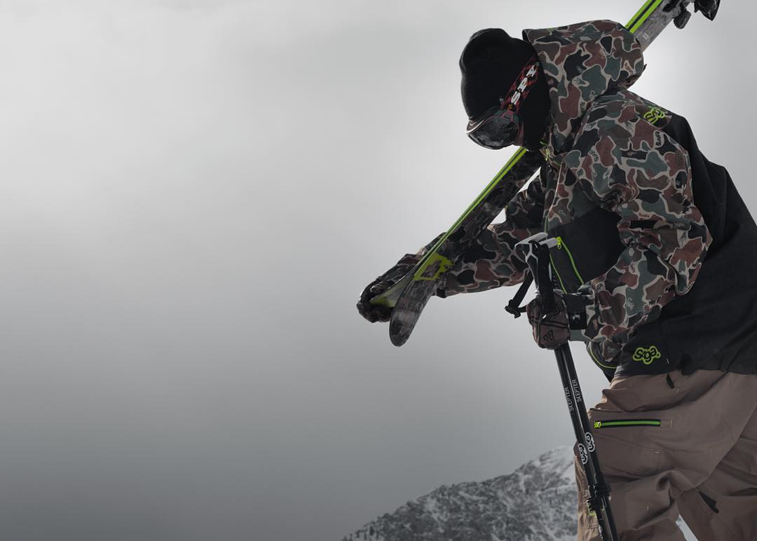 Roam deep @wileymiller style the @sagaouterwear | @4frnt_skis collab.