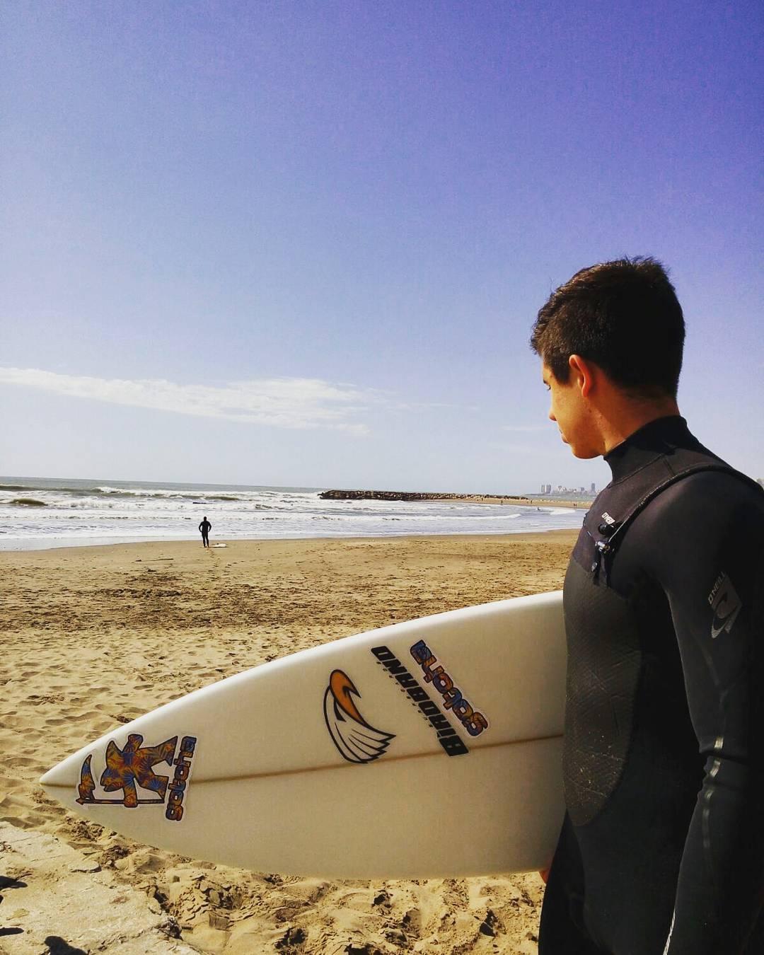 Desde Marpla el local @frannfulton que el fin de semana  disfrutó de mucho surfing enfocado y entrenando para el verano que ya llega! #gotcha #iconsneverdie