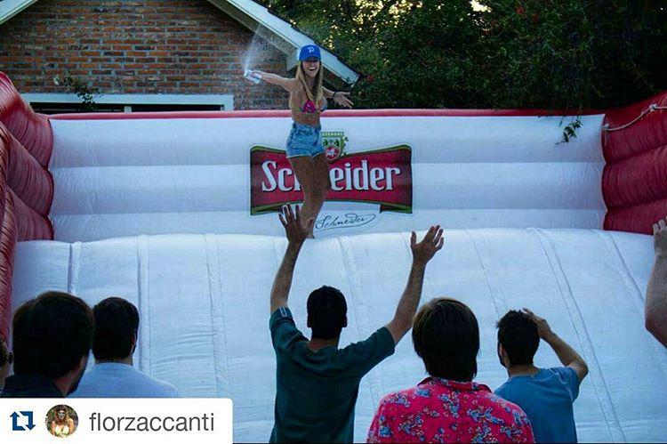 @florzaccanti #metiendopanza en la pulpa de @panzapeople + @schneiderarg  #Repost @florzaccanti ・・・ Un dia de fiesta! Que buen tobogan!  @schneiderarg @panzapeople @itsuptojoe