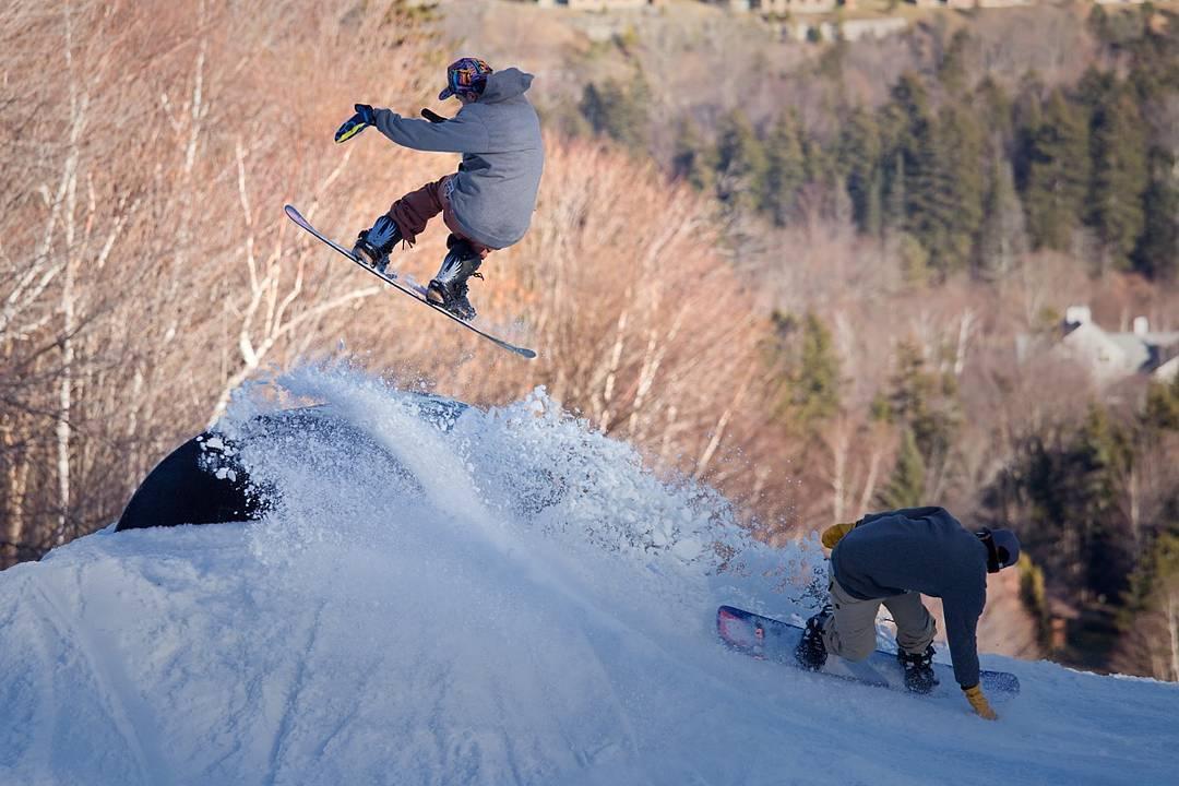 Teamwork with @stevelauder & @_lukemohr at @carinthiaparks @buck_90 photo credit: @itspat  #fluxbindings #snowboarding