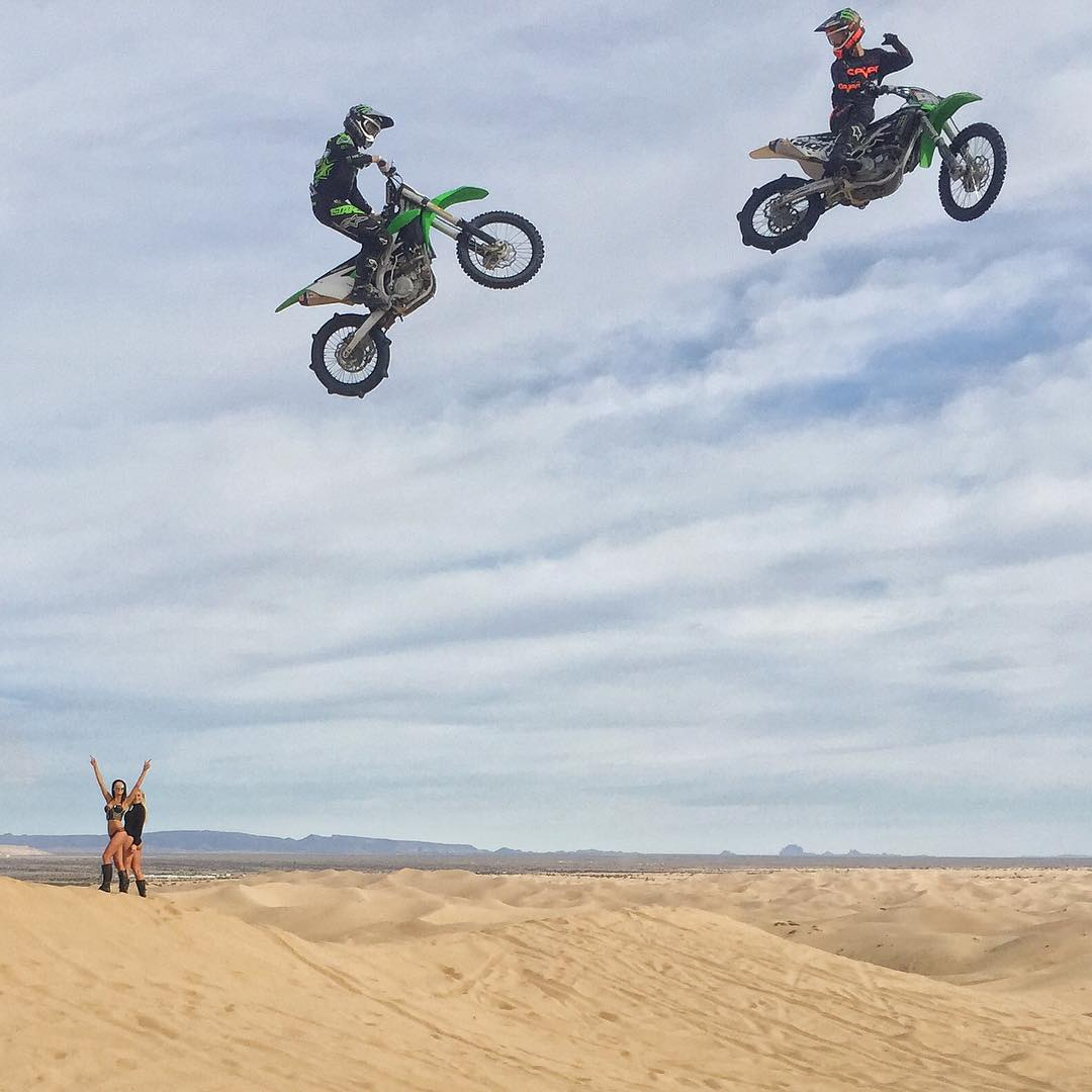 Snapped this shot of @MonsterEnergy riders Josh Hill and Axell Hodges casually jumping a sizable gap here at Glamis earlier today. It was a lot of fun watching these dudes jump big stuff. #rippers #justanotherdayinthedunes #doonies2 #braaap