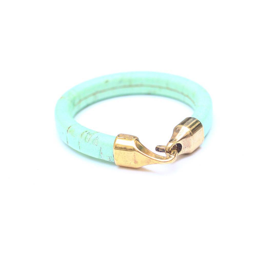 Something to brighten up your day are the Anchor Bracelets. Here in #Mint.  Perfectly #round, #colorful and #contemporary. I find #inspiration for  #fun #objects when I picture myself going to a museum opening at the @sfmoma or the @deyoungmuseum ....