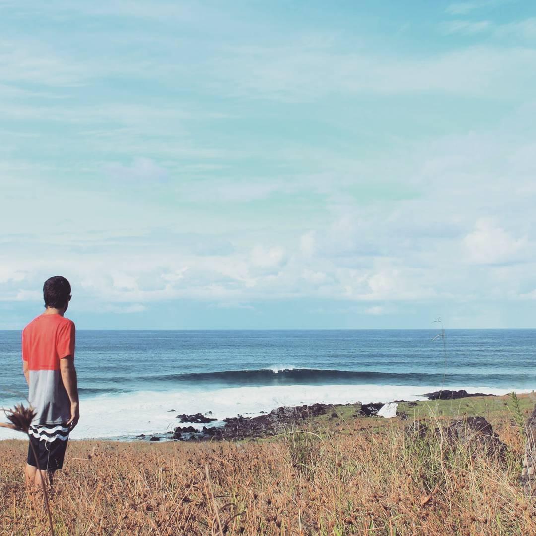 Usando keepsurfingwax hasta en Rapa Nui. #surf #wax #rapanui