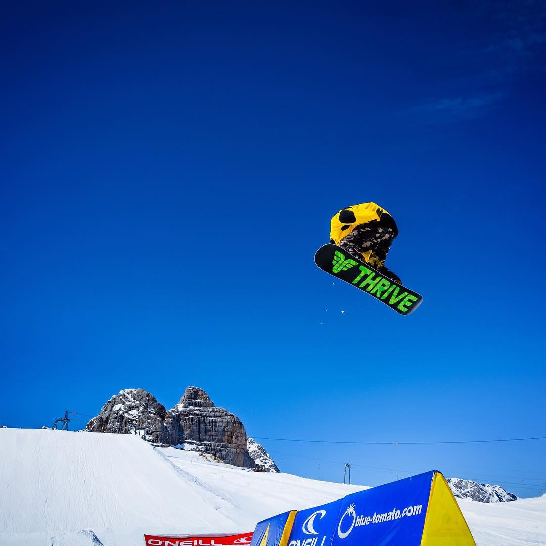 @patrickpitter #snowboarding @hintertuxergletscher #austria #photographer @wolf_wieser_fotoworkx #thrivesnowboards