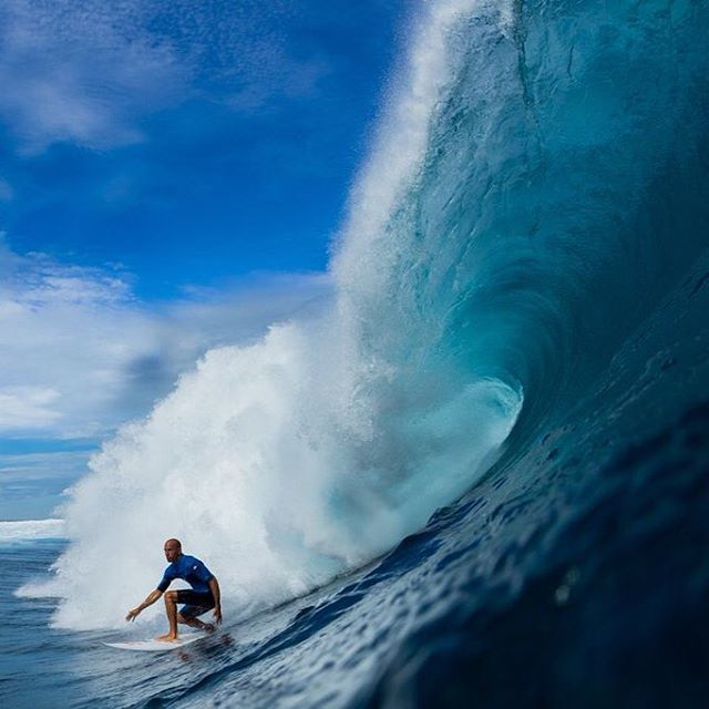 @kellyslater making Cloudbreak look easy! @tavaruaislandresort