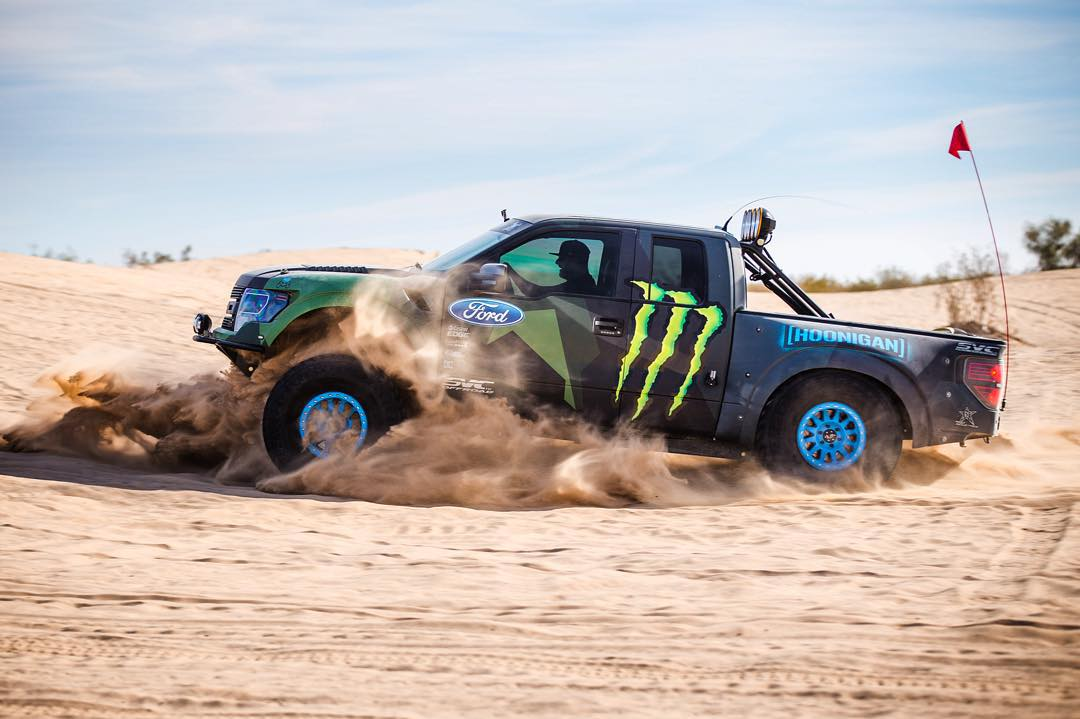 Checking out the range of suspension travel on the @OfficialSVC prerunner earlier today. Do you even stance, bro? #Doonies2 #travellife #deserttoys #prerunnerlife