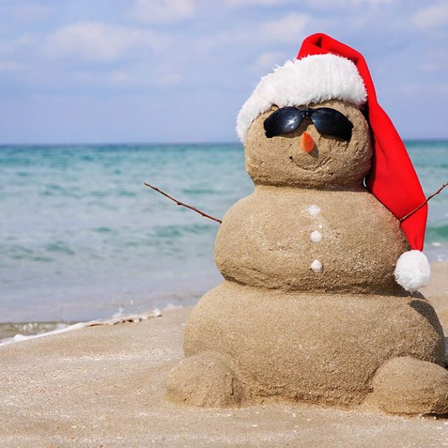 Our kind of snowman⛄️ #sandiego #californiastyle #snowman #holidays2015 #luvsurf