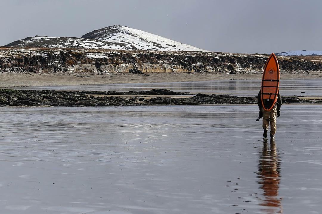 Caminando en la marea baja hacia el Río Policarpo. #peninsulamitre #tierradelfuego